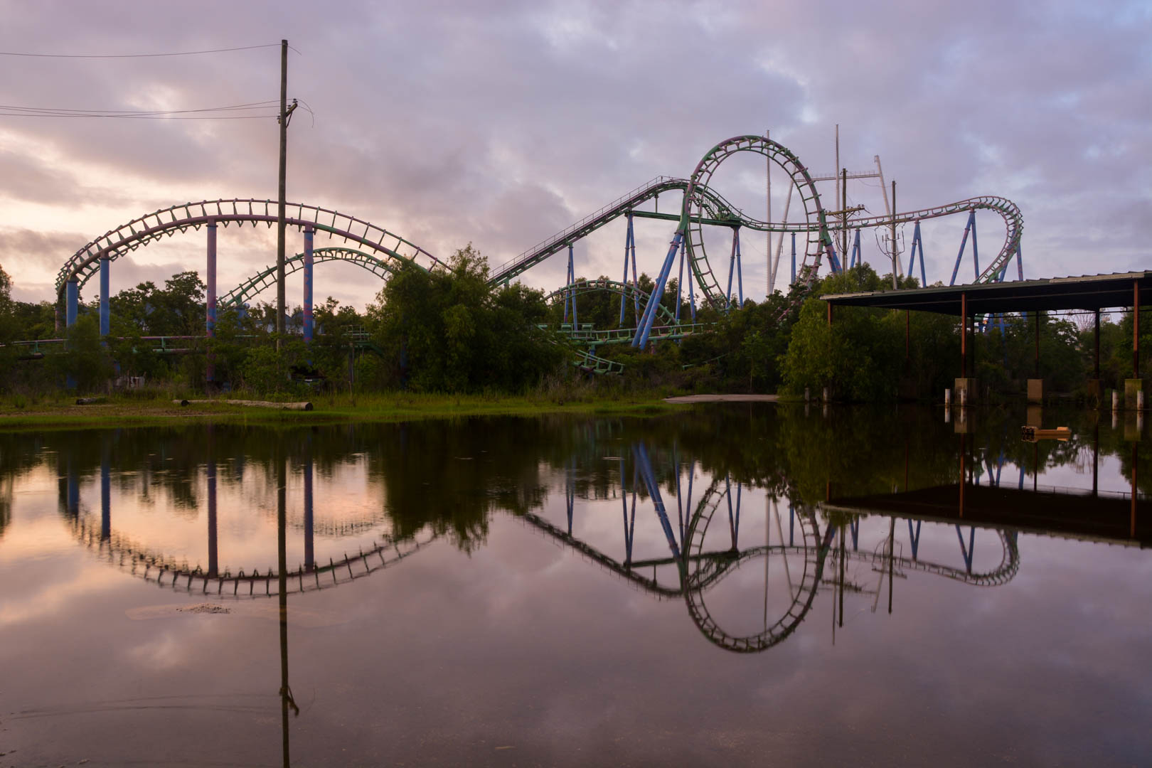 Exploring abandoned theme park: Six Flags New Orleans